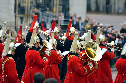Cuadros en Lienzo Changing of the guard in Buckingham Palace...