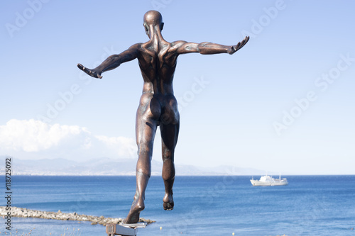 Valokuva  man woman. bronze sculpture in Antibes.