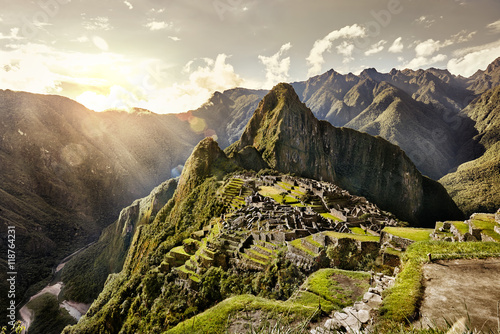 Fotobehang Rudnes MACHU PICCHU, PERU - MAY 31, 2015: View of the ancient Inca City