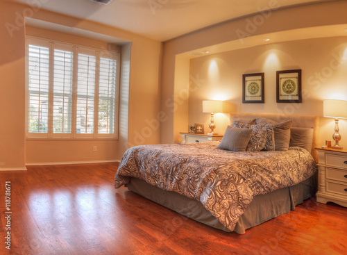 Fotografering  Irvine, CA, USA – August 19, 2016: Large master bedroom with recessed lighting, wood floors and feng shui decor