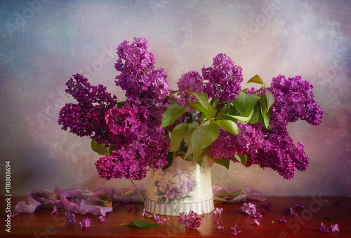 Fotobehang Lilac Густые и влажные кисти сирени