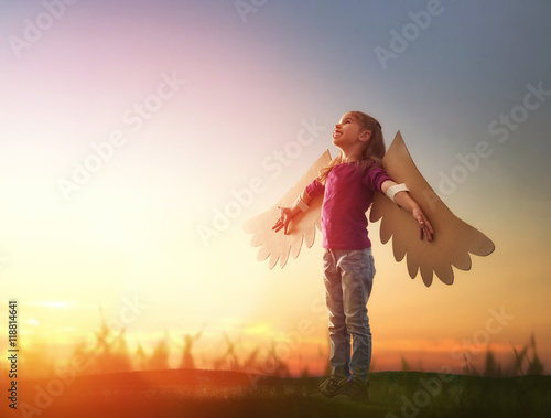 Obraz Kid with the wings of a bird - fototapety do salonu
