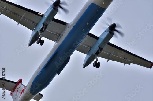 Fotografie, Obraz  Flugzeug im Landeanflug