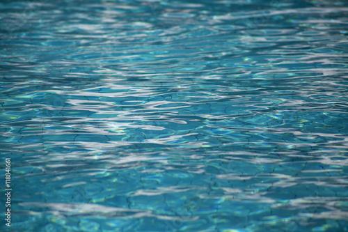 Dno basenu, woda