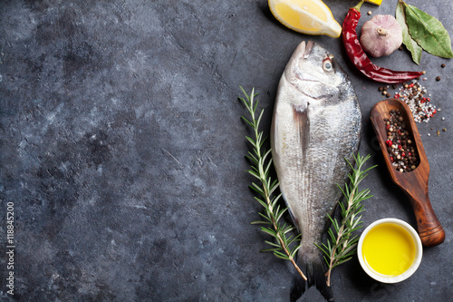 La pose en embrasure Poisson Raw fish cooking ingredients