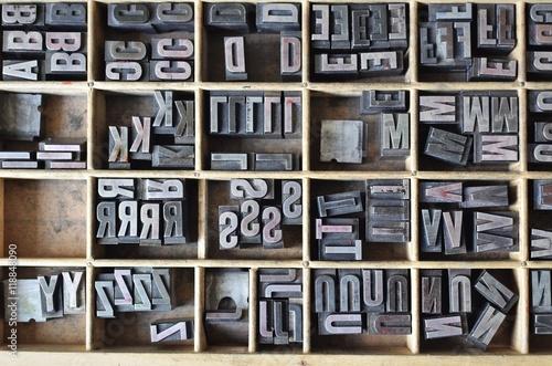 Cuadros en Lienzo  Letterpress letters in a wooden box