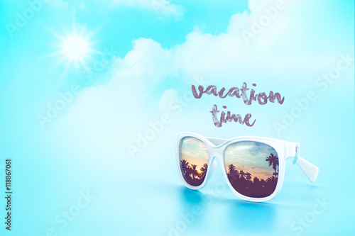 Poster Turquoise White Sunglasses reflection sunset at palm tree landscape scene