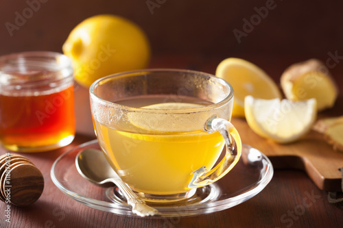 Poster Thee hot lemon ginger honey tea in glass cup