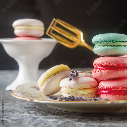 Foto op Canvas Bakkerij Traditional French sweets. Assorted pink, white macaroon with dr