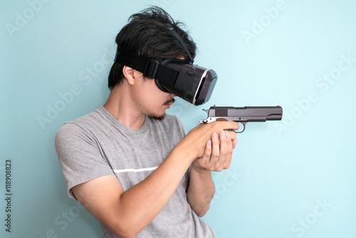 фотографія  VR, 銃を持つ男性