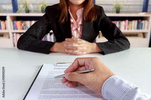 Fotografía  Businessman sign the contract with businesswoman sitting on blur