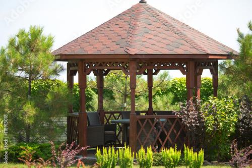 Photo Outdoor wooden gazebo over summer landscape background