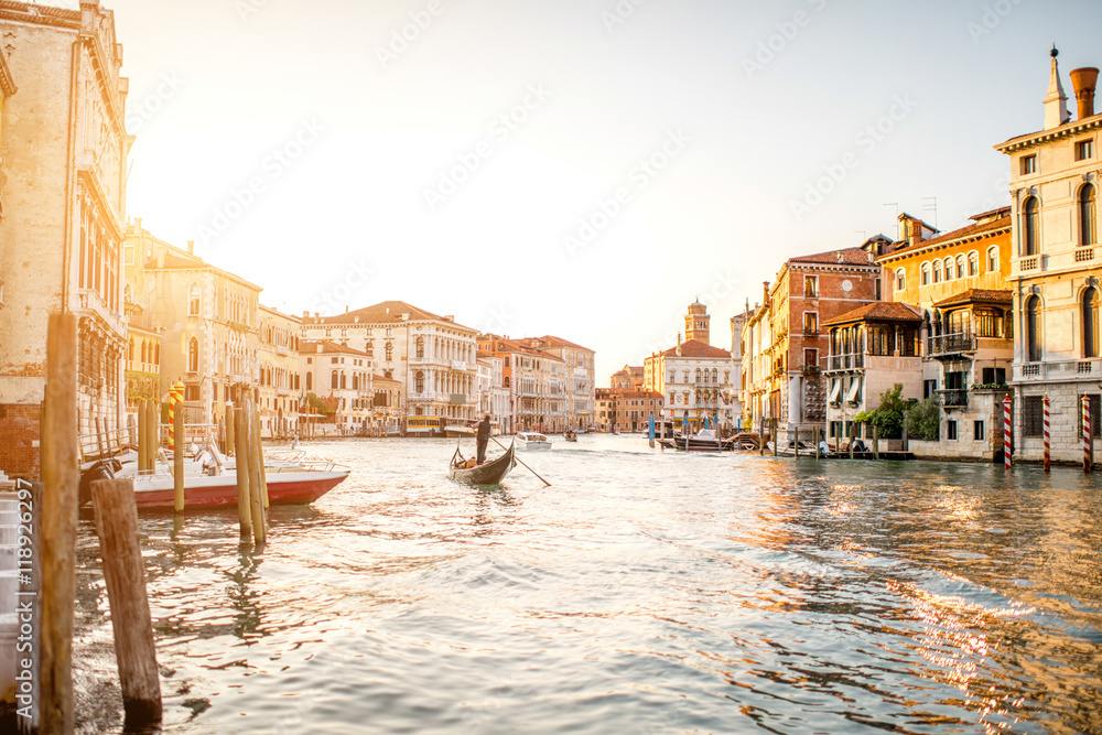 Fototapety, obrazy: Venice cityscape view on Grand canal with colorful buildings and gondola floating on the sunset