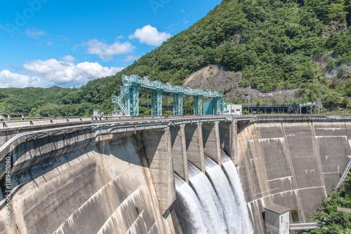 Foto op Plexiglas Dam 放水する大倉ダム