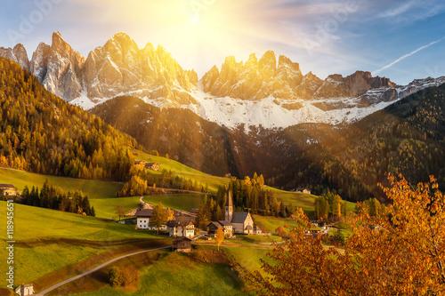 Foto auf Leinwand Honig Autumn Landscape with Santa Maddalena