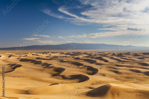 Fototapeta Beautiful view of the dunes of the Gobi Desert. Mongolia.
