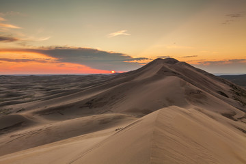 Fototapeta na wymiar Colorful sunset over the dunes of the Gobi Desert. Mongolia.