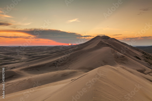 Fototapeta Colorful sunset over the dunes of the Gobi Desert. Mongolia.
