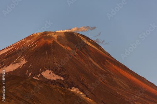 Tuinposter Baksteen Die Vulkanlandschaft Kamtschatkas - Awatscha-Massiv - Kamtschatka - Sibirien - Russland