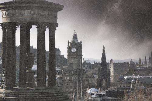 Zdjęcie XXL Ulewny deszcz w Edynburgu - efekt grozy