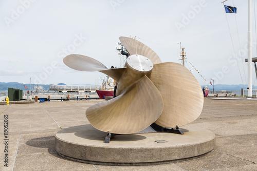 Juliste  Huge Propeller on Pier