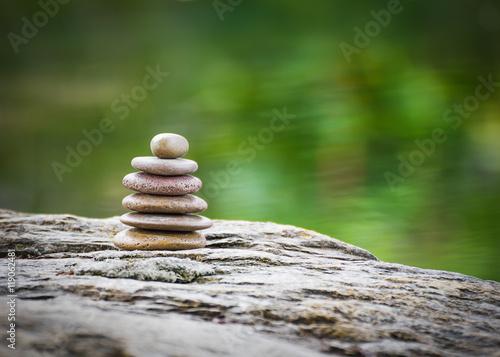 Fotografía  Stack of zen rocks in garden