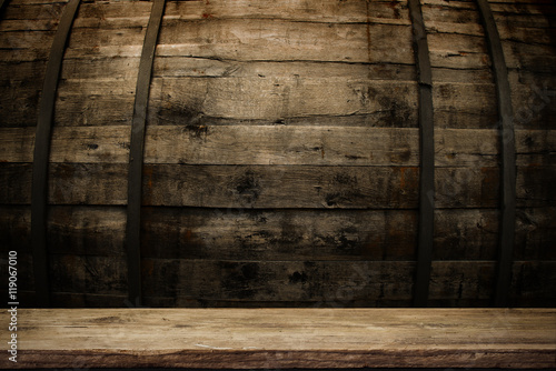 Tuinposter Hout background of barrel and worn old table of wood