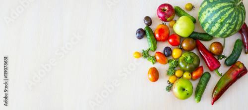 Staande foto Verse groenten Овощи и фрукты в ассортименте.