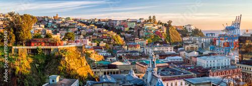 Valokuva  Colorful buildings of Valparaiso, Chile