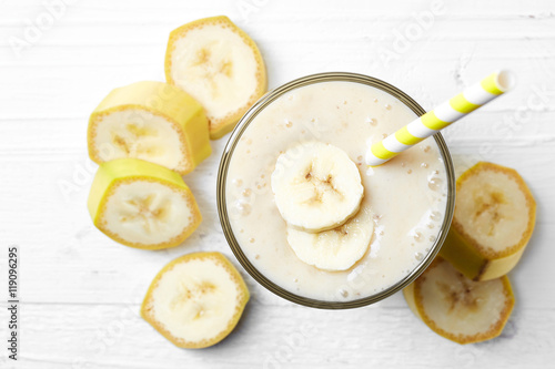 Foto op Plexiglas Milkshake Glass of banana smoothie