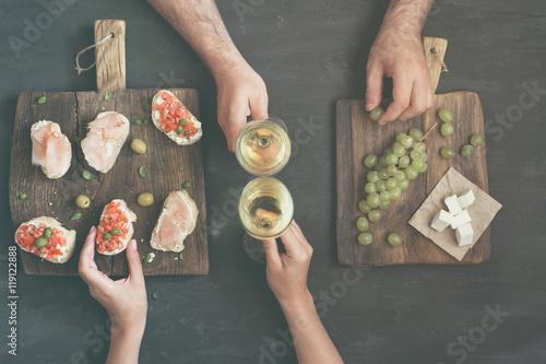 Fotografia, Obraz  Couple drinking white wine with snacks for wine
