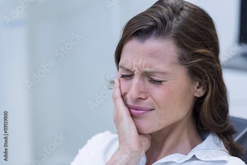 Fotografia  Unhappy woman having a toothache