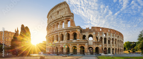 Photo Stands Historical buildings Colosseum in Rome and morning sun, Italy