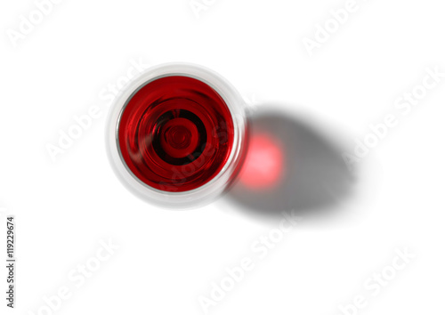Pinturas sobre lienzo  Glass of red wine on white background