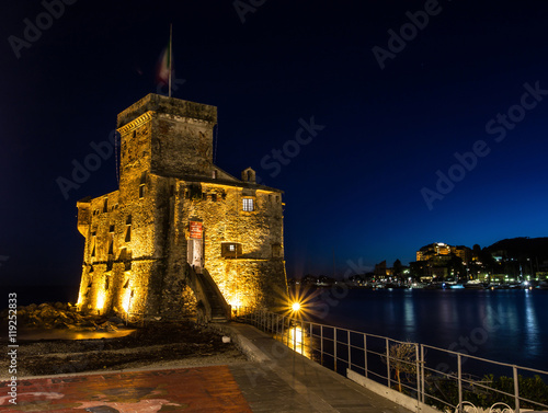 Photographie  Beautiful old castle on the water, Rapallo, Genoa, Italy
