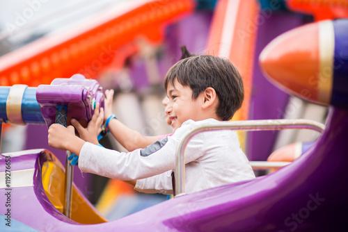 Fotografie, Tablou Little boy in amusement park