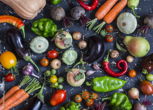 Tuinposter Groenten Autumn vegetable harvest. Assortment of vegetables - pumpkin, eggplant, peppers, carrots, tomatoes, onions, garlic, beets on a dark background, top view.