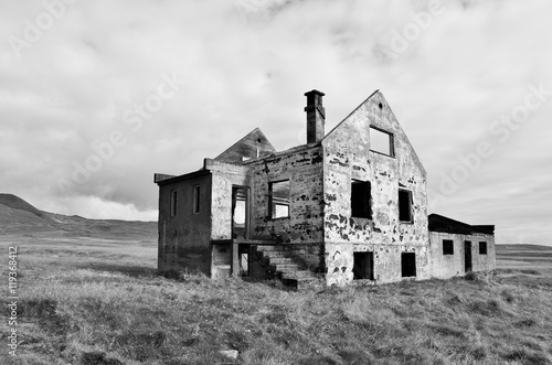 Abandoned home in Iceland Canvas-taulu