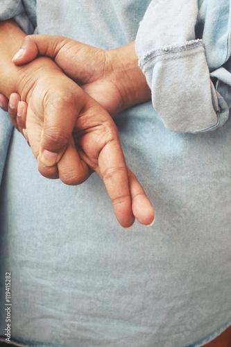 Fotografija  Woman crossed fingers behind back