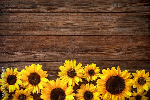 In de dag Zonnebloem Sunflowers on wooden background