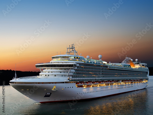 Plakat  Luxury cruise ship sailing to port on sunrise