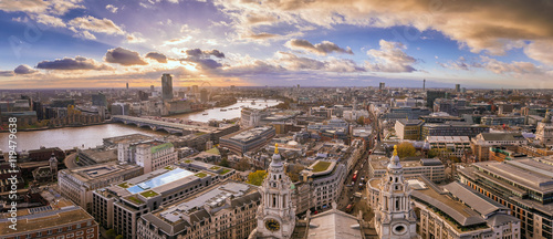 Montage in der Fensternische London London, England - Panoramic Skyline view of central London taken from St.Paul's Cathedral at sunset