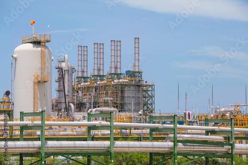 Staande foto Industrial geb. Chemical refinery industrial plant