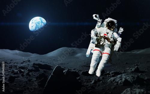 Zdjęcie XXL Dzielny astronauta na spacerze kosmicznym na księżycu. Ten obraz elementy dostarczone przez NASA
