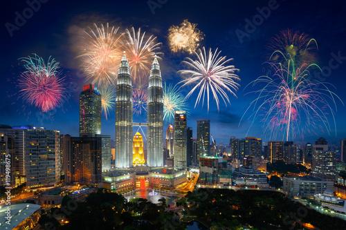 Foto auf AluDibond Kuala Lumpur Firework over kuala lumpur city, Malaysia skyline