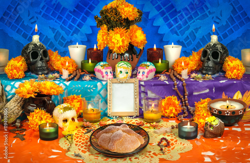 Foto  Mexican day of the dead altar (Dia de Muertos)