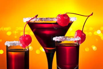 Fototapetaalcoholic drinks with sweet cherry