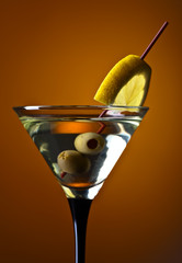 Fototapeta martini with lemon and green olives