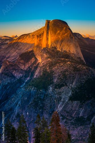 Valokuva  National Park Yosemite Half Dome lit by Sunset Light Glacier Poi
