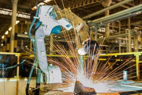 Foto  Robot welding metal.
